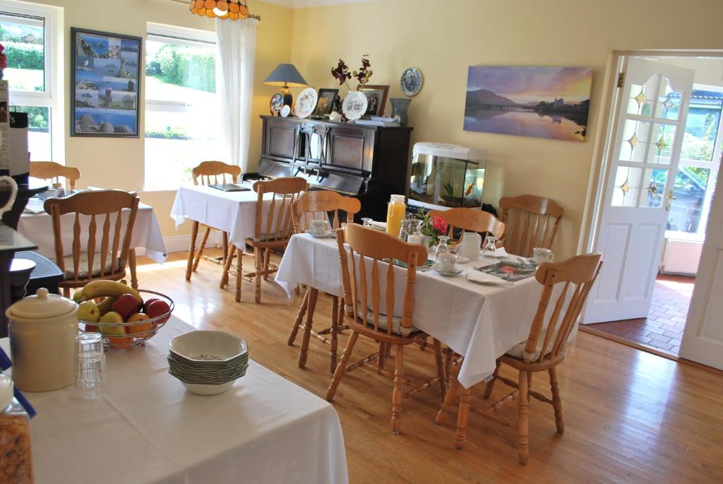 A restaurant or other place to eat at Cul Draiochta B&B