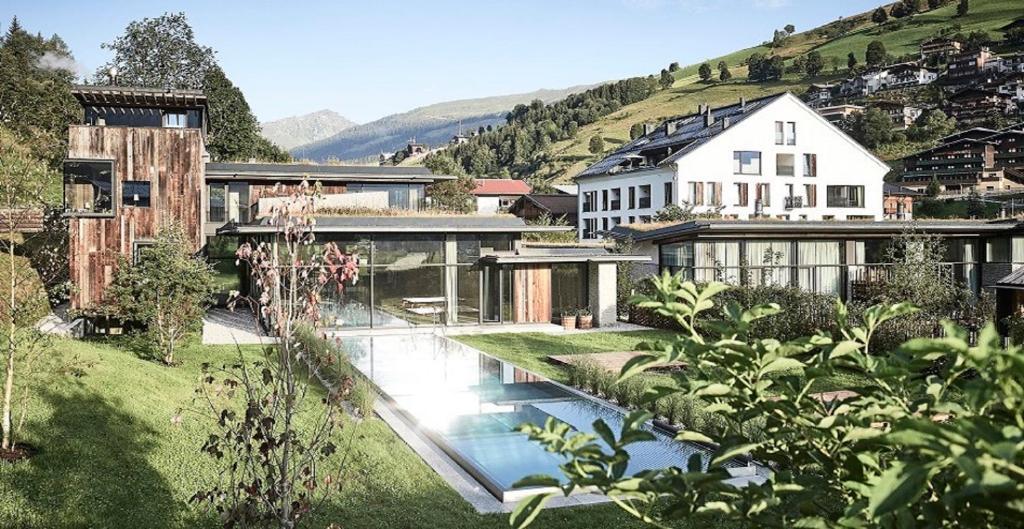 Der Swimmingpool an oder in der Nähe von Wiesergut