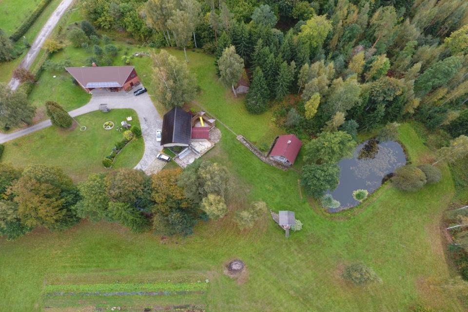 Pohľad z vtáčej perspektívy na ubytovanie Guest House Pilskalni