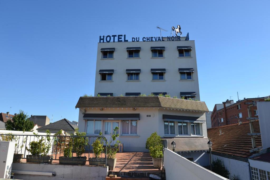 Le Cheval Noir Hotel Paris Pantin Pantin, France