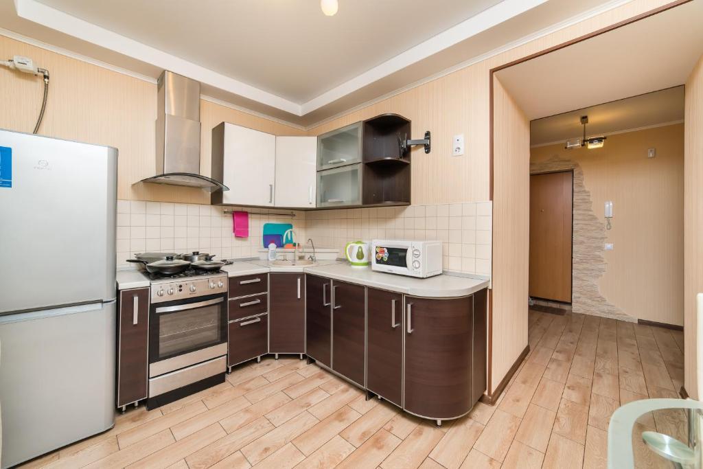Кухня или мини-кухня в АПАРТАМЕНТЫ РОССИИ парк победы
