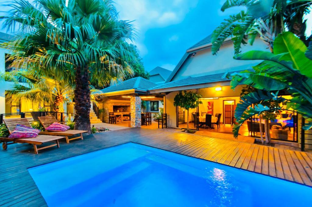 The swimming pool at or close to Onse Khaya Lodging and Conferencing