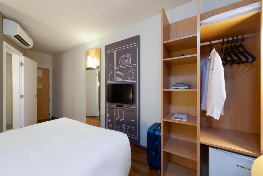 Cama ou camas em um quarto em ibis Sao Jose
