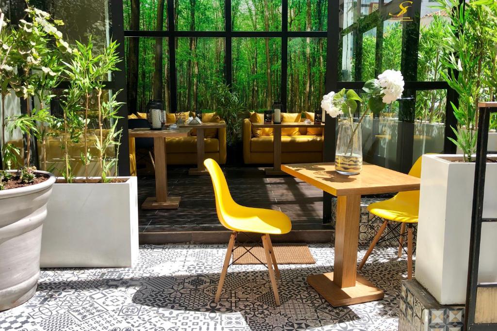 مطعم أو مكان آخر لتناول الطعام في Suite Loc