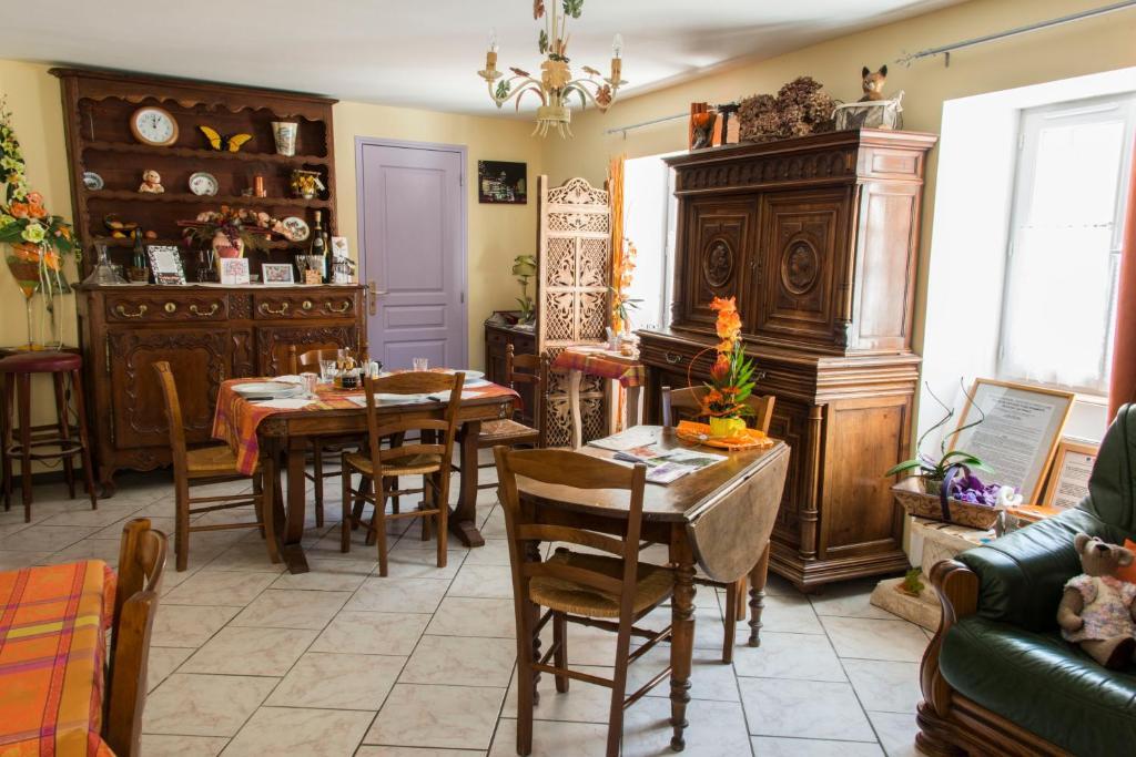 Restaurant ou autre lieu de restauration dans l'établissement Le Rocher