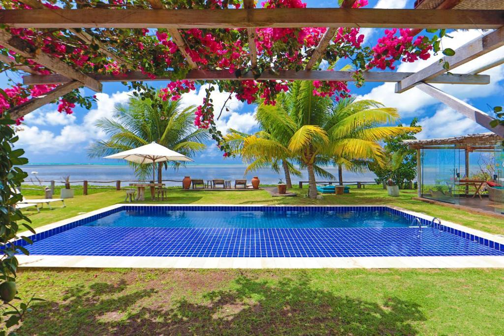 The swimming pool at or close to Estalagem Caiuia