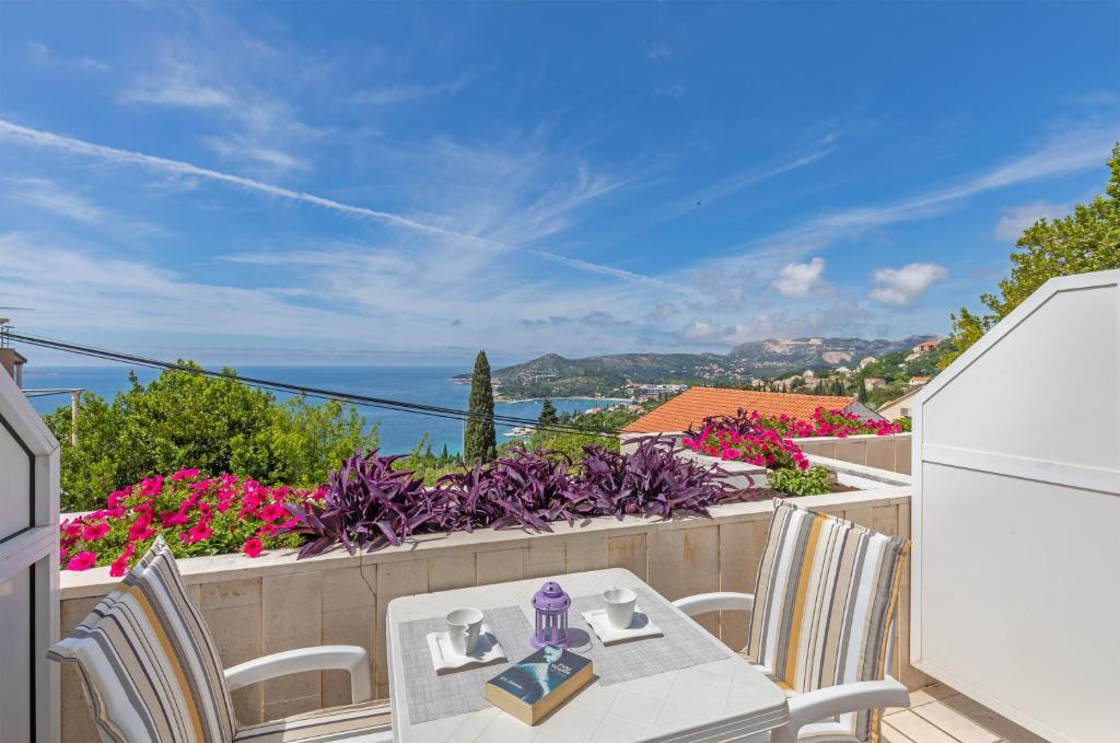 A balcony or terrace at Apartments Mirela