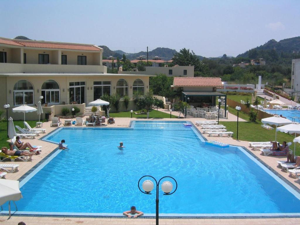 Het zwembad bij of vlak bij Summerland Hotel