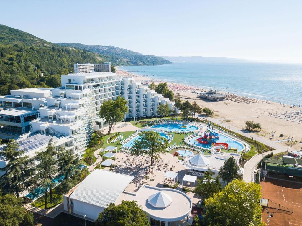 A bird's-eye view of Maritim Paradise Blue Hotel & Spa