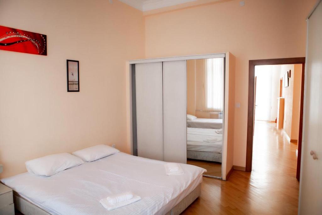 Cama ou camas em um quarto em MINI- VENICE Apartment 2 Bedrooms