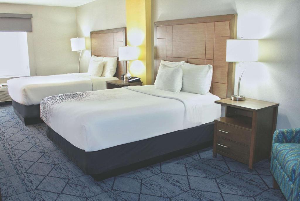 A room at the La Quinta by Wyndham NE Long Beach Cypress.