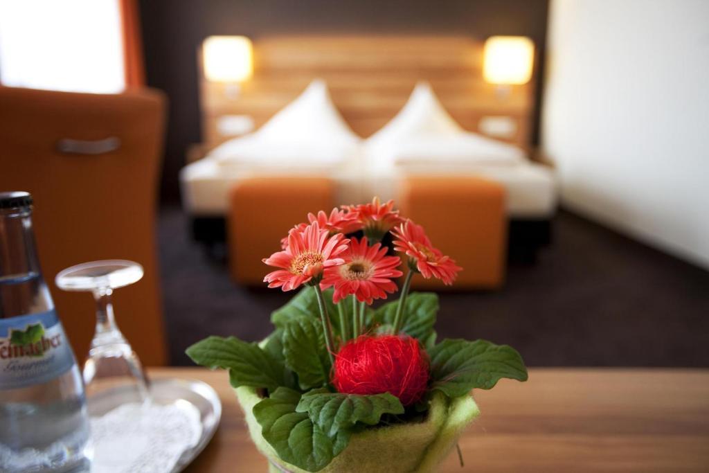 Кровать или кровати в номере Hotel Hirsch