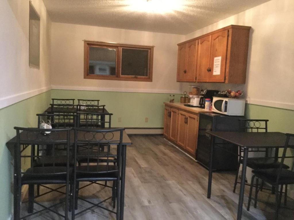 A kitchen or kitchenette at Gravelbourg Inn