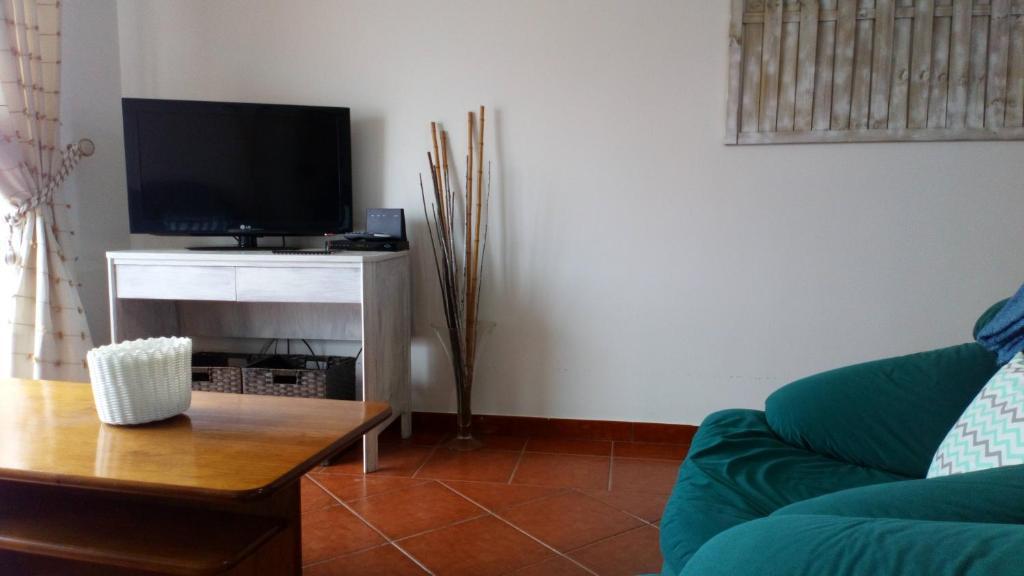 A seating area at West House Peniche Consolação Apartment