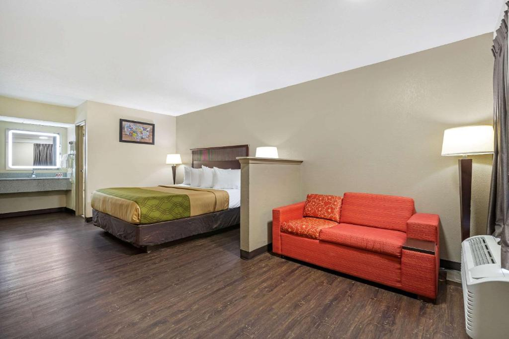 A room at the Econolodge Augusta.