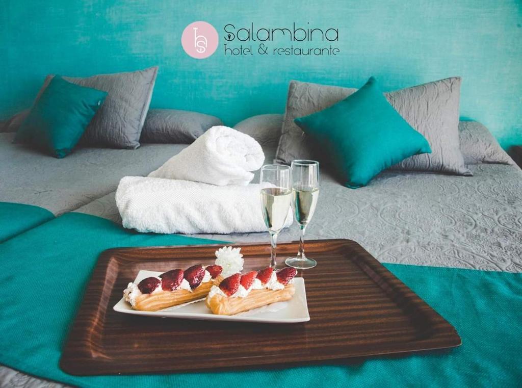 Een bed of bedden in een kamer bij Hotel Salambina