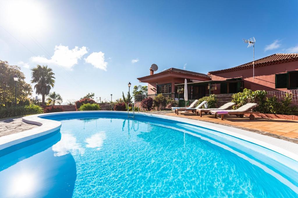 The swimming pool at or near Home2Book Luxury Villa Luna de Tacoronte Pool