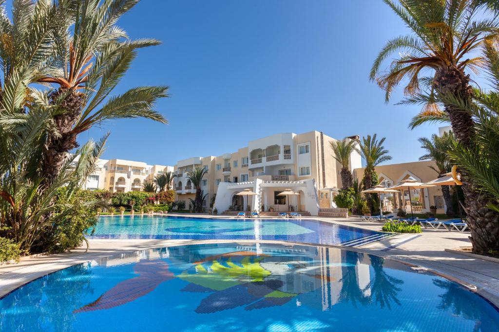 المسبح في Le Corail Appart'Hotel Yasmine Hammamet أو بالجوار