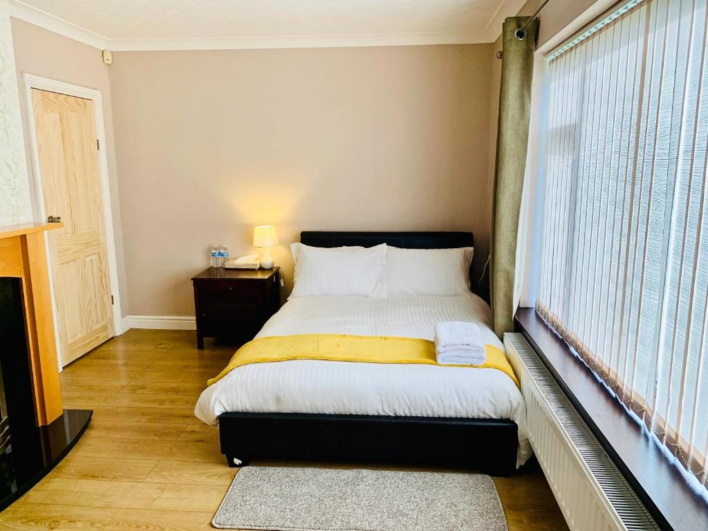A bed or beds in a room at Housefield Stay