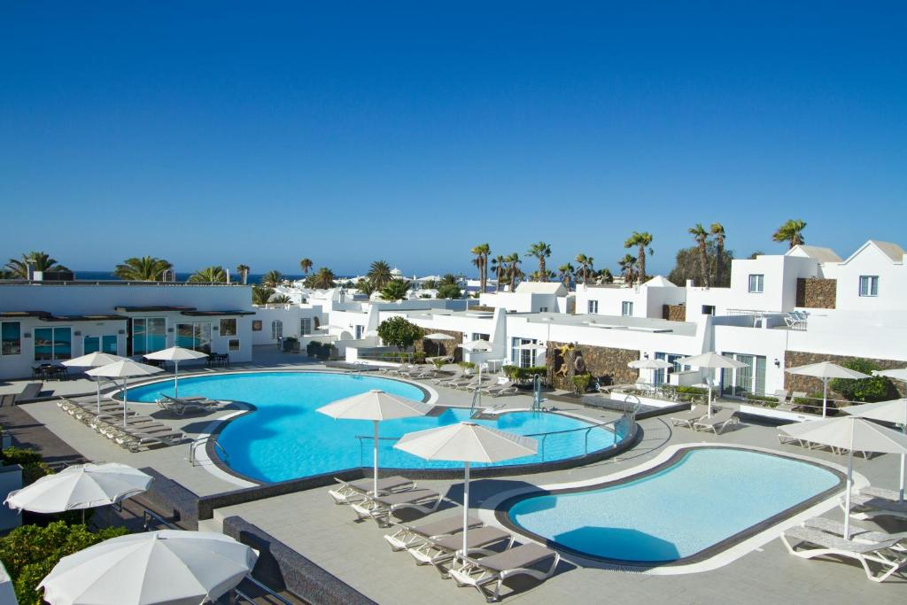 Uitzicht op het zwembad bij Nautilus Lanzarote of in de buurt