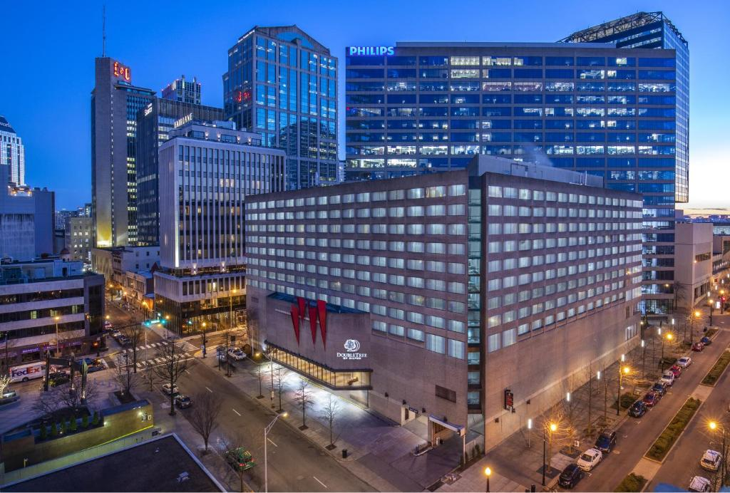 A bird's-eye view of DoubleTree by Hilton Downtown Nashville