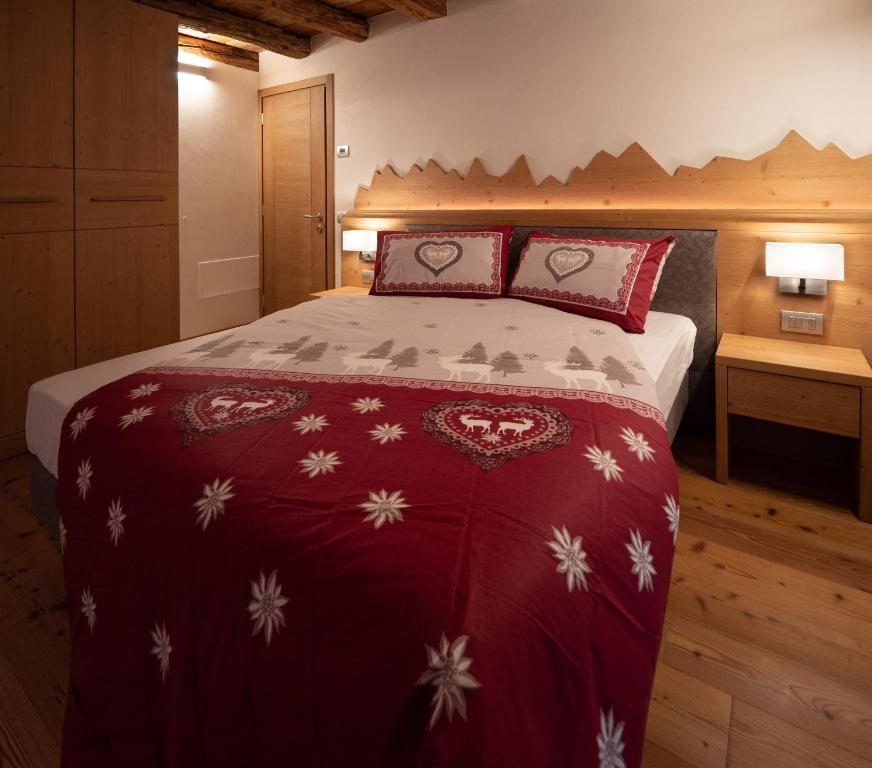 A bed or beds in a room at Stella Alpina Suite