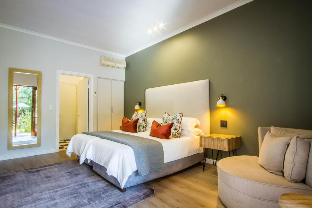 A bed or beds in a room at Hlangana Lodge