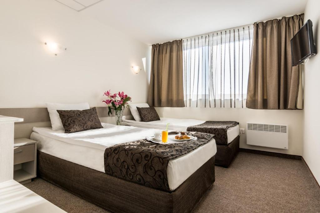 A bed or beds in a room at Park Hotel Moskva