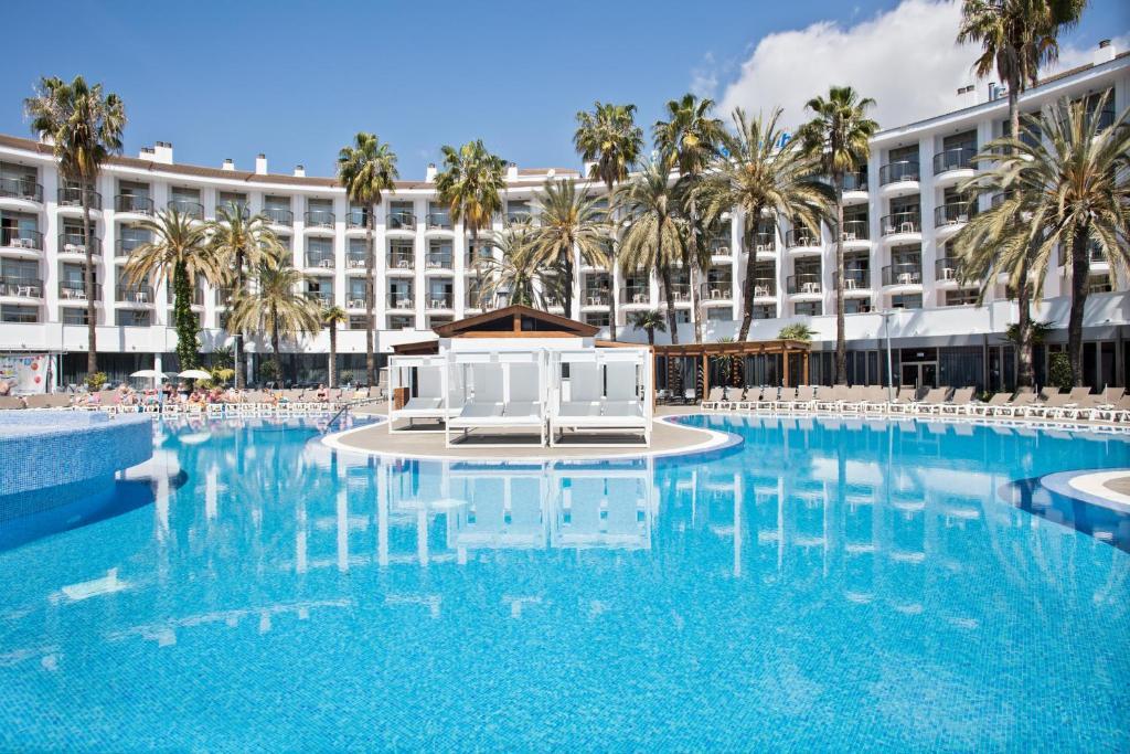 Het zwembad bij of vlak bij Hotel Best Cambrils