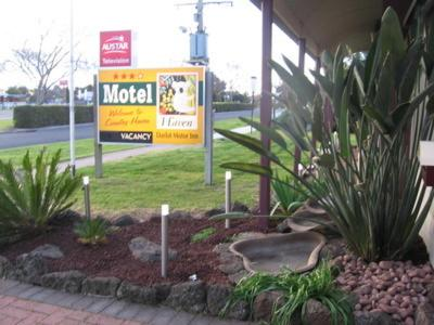 A garden outside Darlot Motor Inn