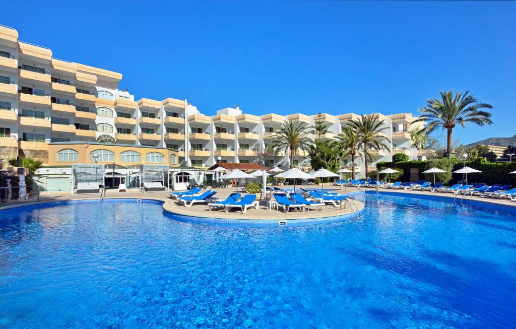 The swimming pool at or near Sol Lunamar Apartamentos - Adults Only