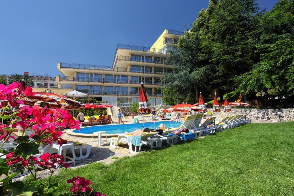 Бассейн в Hotel Gradina или поблизости