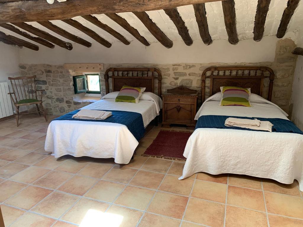 Uma cama ou camas num quarto em El Olivo de Sansol