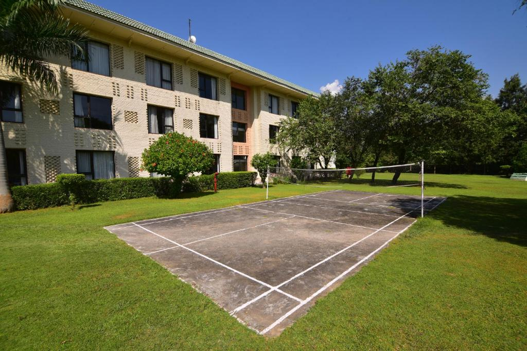 Tennis and/or squash facilities at Country Resort By AHRPL, Katra or nearby