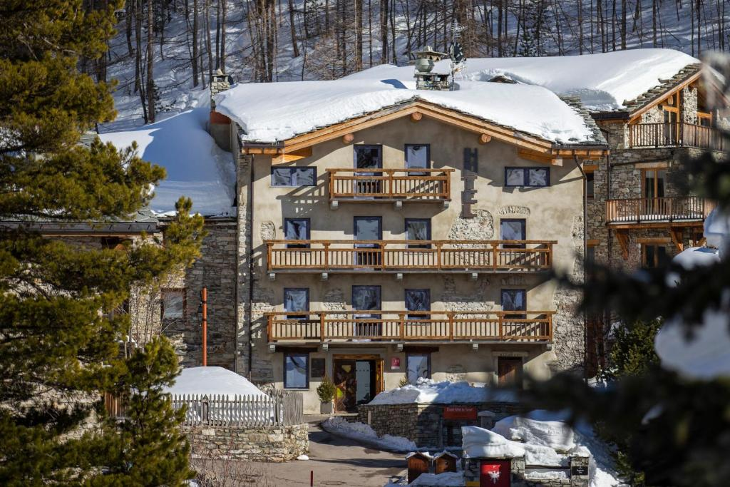 Chalet Hotel Du Fornet during the winter