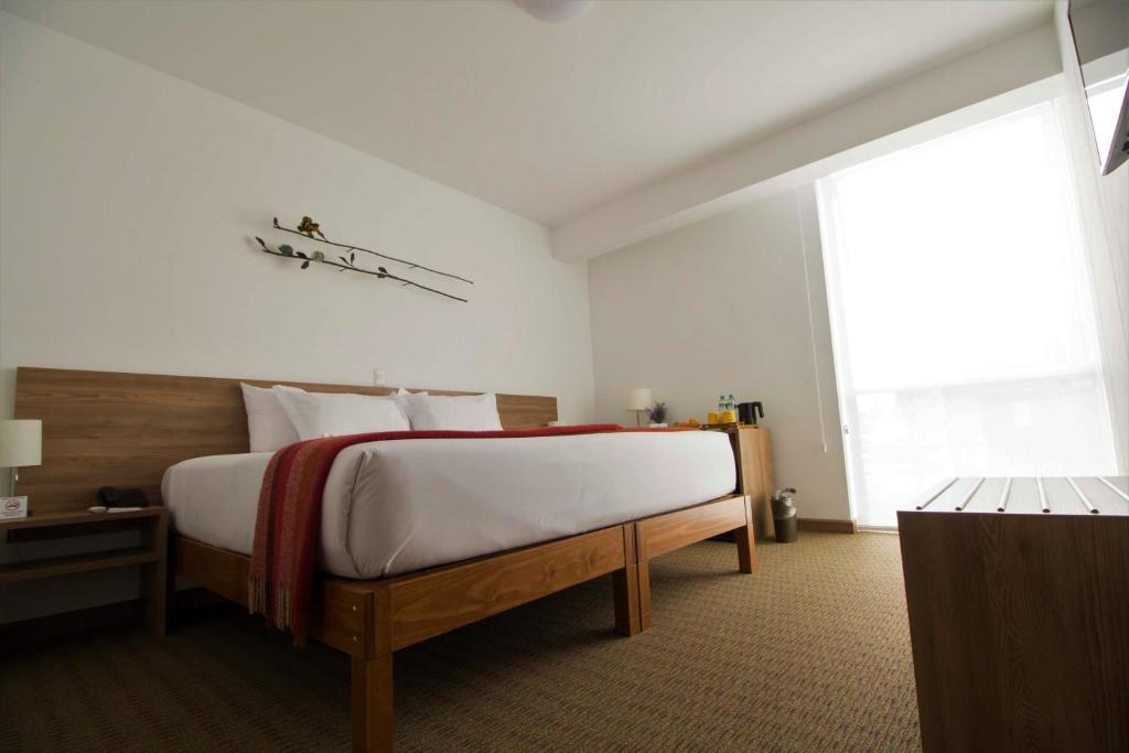 A bed or beds in a room at Tierra Viva Miraflores Centro