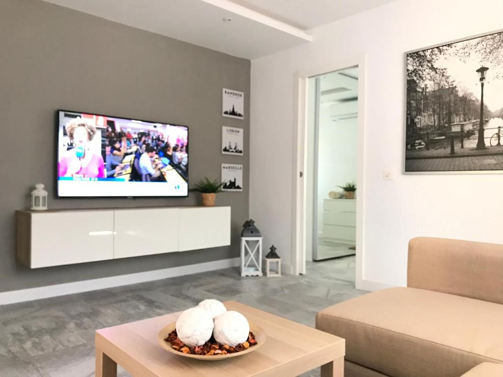 A television and/or entertainment center at Luxury Loft Malaga Torremolinos Sol