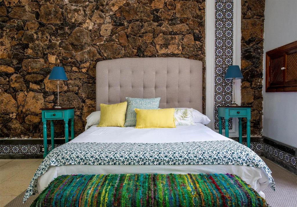 A bed or beds in a room at El Charco Suites