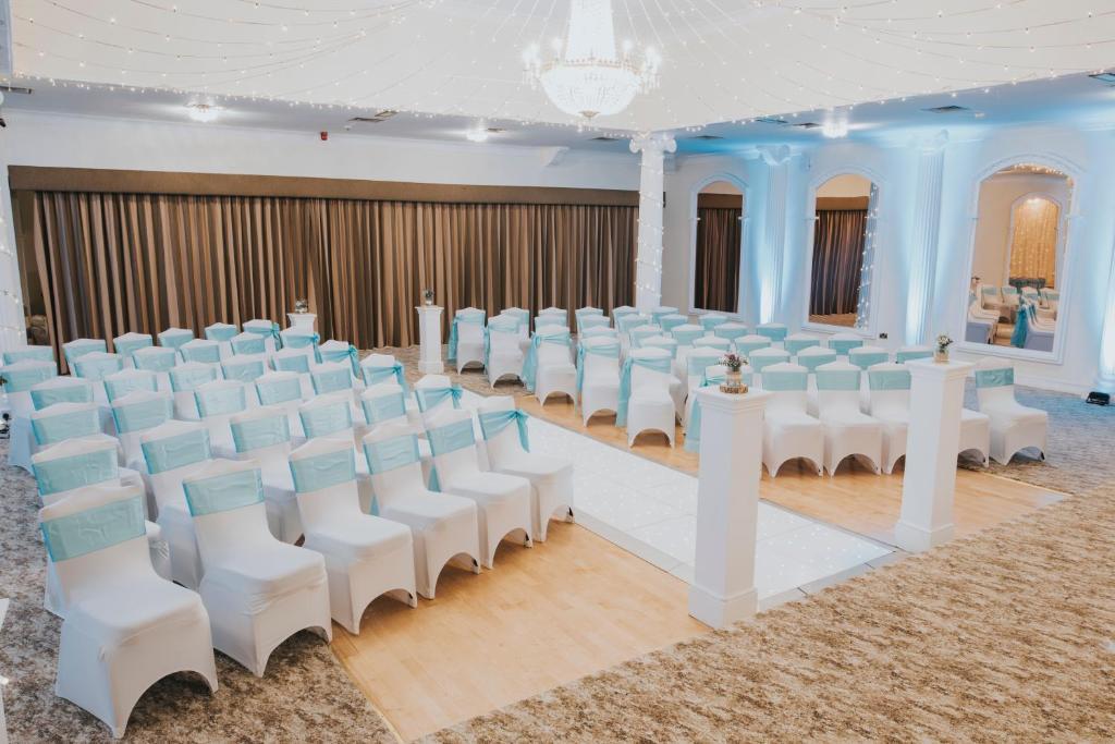 Ramada Resort Cwrt Bleddyn Hotel & Spa - Laterooms
