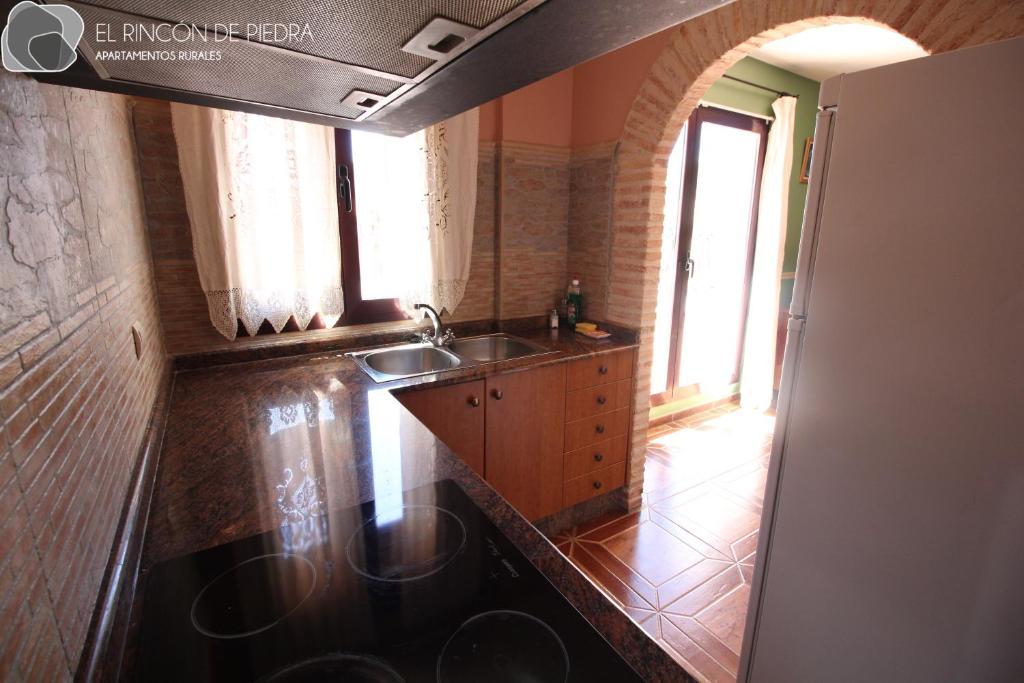 Una cocina o zona de cocina en El Rincon de Piedra