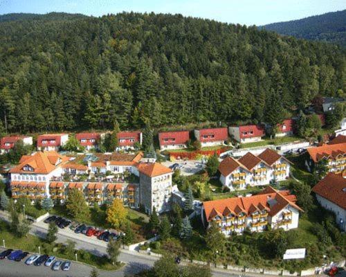A bird's-eye view of Donna Burghotel am hohen Bogen
