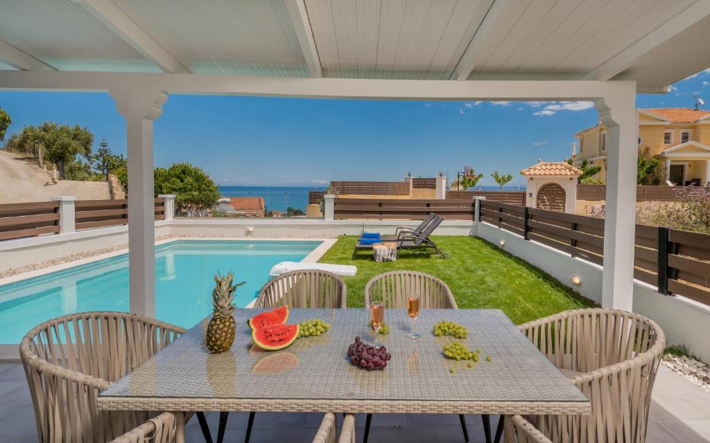 Vista sulla piscina di Astarte Villas - Villa Siesta with Private Pool o su una piscina nei dintorni