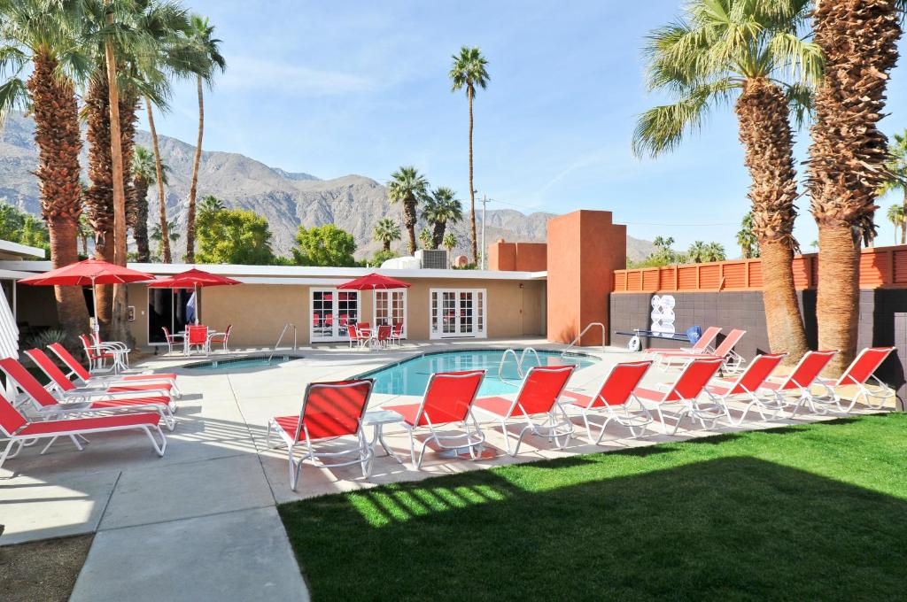 The swimming pool at or near Bearfoot Inn - Clothing Optional Hotel for Gay Men