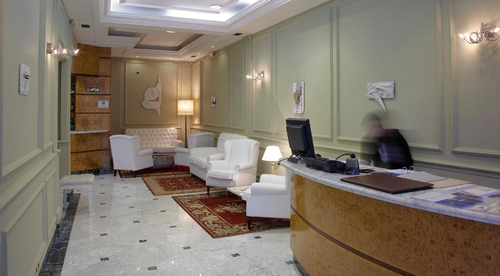 The lobby or reception area at Hotel Campoamor