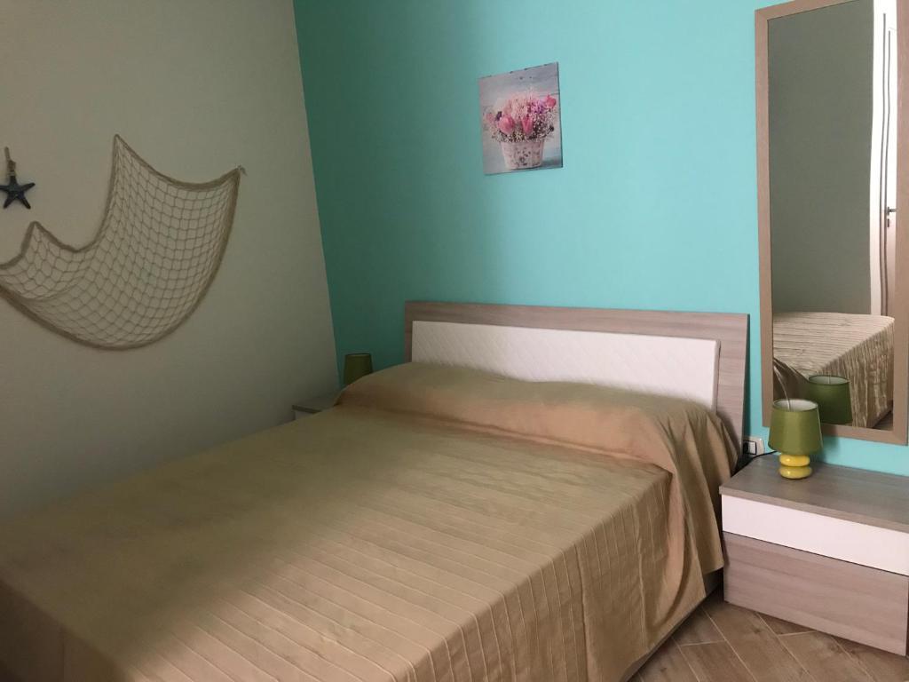 A bed or beds in a room at B&B Stella del Mare