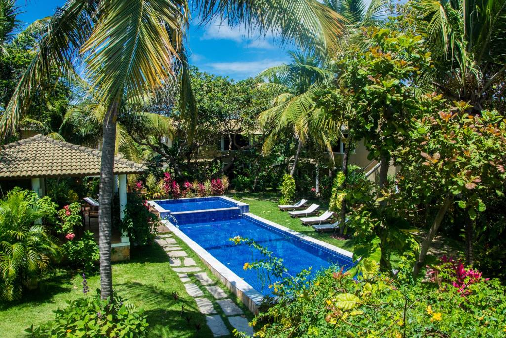The swimming pool at or close to Aldeia das flores