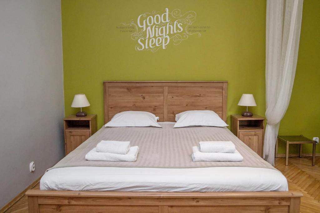 A bed or beds in a room at Red Kurka Apartments