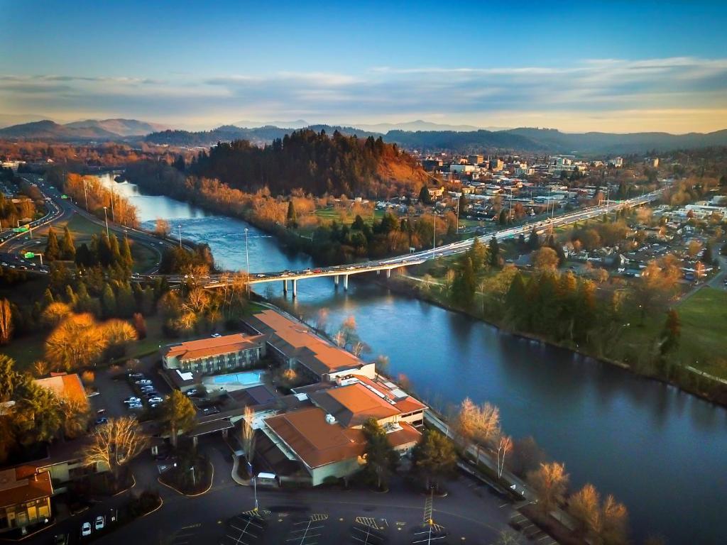 A bird's-eye view of Valley River Inn Eugene/Springfield
