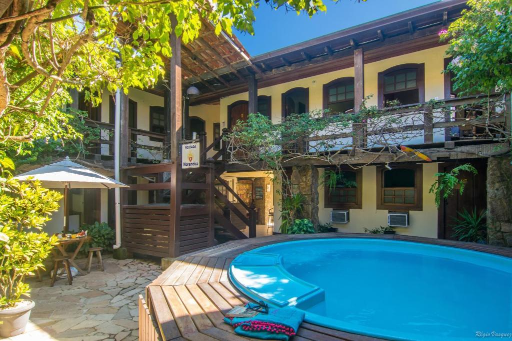 A piscina localizada em Pousada Marendaz ou nos arredores