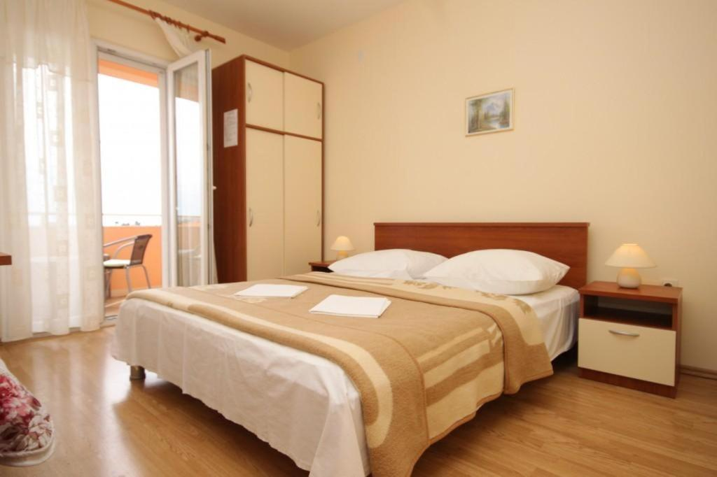 A bed or beds in a room at Apartments with a parking space Mlini, Dubrovnik - 8995